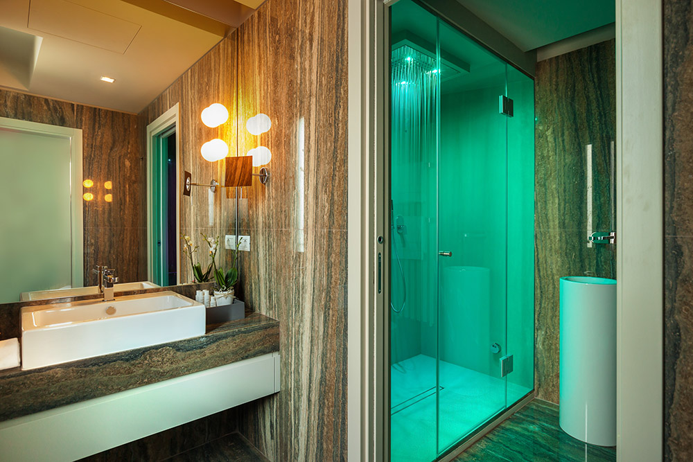 Baño Turco Dimensiones:Queen Suite Corner View – Liassidi Wellness Suites